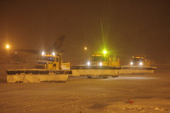 Working as a Team (dbcnwa) Tags: usa snow storm weather night truck dark airport ramp colorado darkness den snowstorm earlymorning dia denverinternationalairport denver trucks plow predawn blowingsnow oshkosh snowplow snowremoval kden plowtruck cargoramp airportoperations oshkoshtrucks