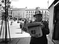 Bad News, Opera - Madrid (adde adesokan) Tags: madrid street old travel news man pen photography reading newspaper spain opera head alt bad streetphotography olympus mann spanien zeitung streetphotographer m43 mft nachrichten mirrorless microfourthirds theblackstar epl2 mirrorlesscamera streettogs schelcht