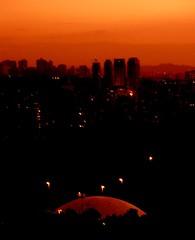 Por-do-sol sobre o Planetrio do Parque Ibirapuera - So Paulo - Brasil (de Paula FJ) Tags: sunset pordosol brazil sopaulo ibirapuera parquedoibirapuera planetrio sopaulocity diamondclassphotographer flickrdiamond cidadedesopaulo