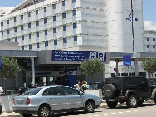 由雅典機場搭地鐵到市區比較快