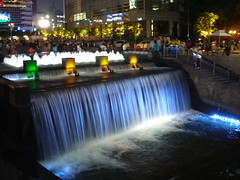 Cheonggye Waterfall (keithmaguire ) Tags: blue water fountain night river waterfall asia asien stream blauw shot blu south korea bleu seoul asie blau southkorea cascade gu  niebieski jongno mavi aasia asya  insadong biru nighshot  azia azi core  corea asul sia  sdkorea   selatan    coreia   cheonggye  chu  coreadelsur hnquc jongnogu   aplusphoto     zsia    gneykore  muxanh