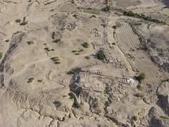 Makaynun, Hadramaout, Ymen (Thomas Sagory / du-ciel.com) Tags: archaeology kap archologie autokap photoarienne arabie ymen hadramaout thomassagory makaynun annebenoist sudarabique photoarienneparcerfvolant