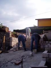 Ops!... (alfiererosso) Tags: work trabajo workers funny werk lavoro curiose oddpics operai muratori werkern wallmakers
