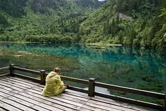 Laura by the lake, Jiuzhaigou (GregoireC - www.gregoirec.com) Tags: china blue lake mountains green nature forest landscape natural pentax reserve valley sichuan jiuzhaigou unescoworldheritage sigma1770mmf2845dcmacro k100dsuper