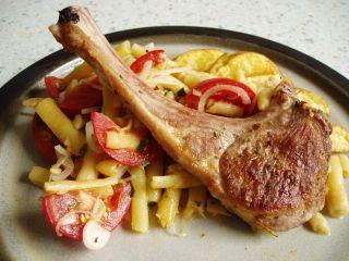 Gegrilltes Lamm mit Kräuter-Wachsbohnensalat