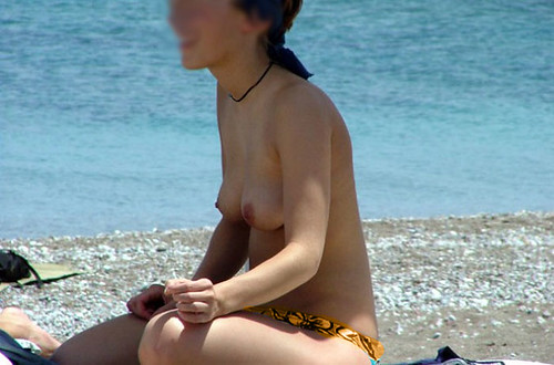 candid nude topless beach japan video pics: nudebeach