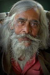 Babuji. India (fredcan) Tags: travel portrait india man face pose friend asia character indian posing oldman wise voyager asie kindness wisdom indien rajasthan homme visage inde bharatpur sagesse greatman babuji iloveindia ag