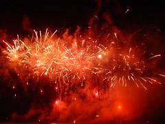 Red Chrysanthemum Bursts (EpicFireworks) Tags: star fireworks firework burst pyro 13g epic barrage pyrotechnics sib