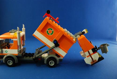 LEGO 7991 垃圾車_05.JPG