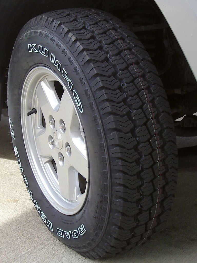 Kumho KL-78 AT Tire