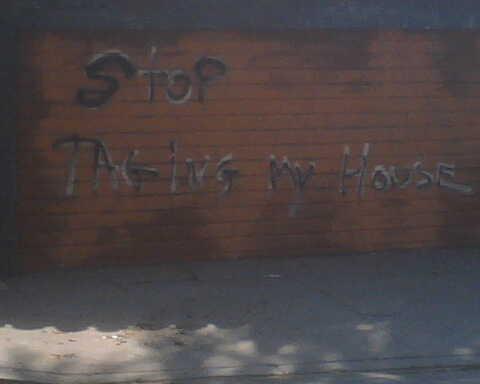 passiveaggressivenotes.com: stop tagging my house