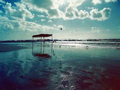 Quale distanza serve per toccare terra? (bryenh) Tags: sea sky clouds nikon nuvole mare cielo autunno nikond40 quattroelementi bloggraziamagazine