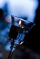L'eloquenza  come la Fiamma... (Jody Art) Tags: italy canon torino eos italia jody 2008 candela 50mmf14 vetro fiamma tavola portacandela sfocato lume riflessione lumino 40d jodyart scattiduranteilpranzodinatale publiocorneliotacito
