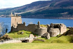 Urquhart Castle on Loch Ness (Grey Hamster) Tags: expedition nature boats scotland highlands tour britain sony lakes 350 loch dslr ness a350 timberbush