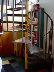 (Kate Hoffman) Tags: bookshelves artwalk spiralstairs showyourhouse breweryartwalk