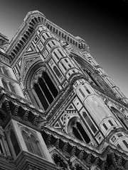 Il Duomo (5): Bianco & Nero (James Rye) Tags: white black architecture james florence noir cathedral olympus rye firenze duomo bianco blanc nero jamesrye stylus1000 bwxibit