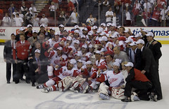 Red Wings Group Photo (michaelrighi) Tags: cup hockey nhl detroit stanley stanleycup redwings mellonarena detroitredwings