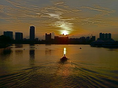 sunset in Singapore (balavenise) Tags: city sunset colors boat singapore asia east boating singapour ville worldwidepanorama excapture