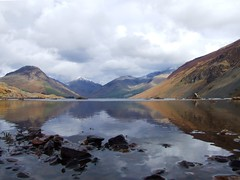 Wastwater reflections (Russ Cribb) Tags: uk england mountain lake snow mountains colour reflection tree nature water landscape rocks snowy district lakedistrict peak cumbria scree april wast cumbrian russcribb
