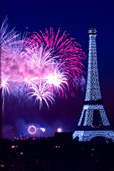 14 juillet en couleur (Sushidamour) Tags: paris catchycolors nightimages fireworks eiffeltower toureiffel sensational iq discovery parisist soe breathtaking pictureperfect nationalgeographic 14juillet feudartifice catchycolorsblue blueribbonwinner visitparis amazingcapture beautifulangle the4elements mywinners abigfave shieldofexcellence anawesomeshot impressedbeauty diamondclassphotographer flickrdiamond parispool theunforgettablepictures photostosmileabout trollfree everydayissunday colourvisions allkindsofbeauty photosofqualitytosmileabout rahmenrahmenrahmen photographersgonewild exploringparis pariswillalwaysbeparis bestflirkrphotography commentairesetnotesenfranais daysoutandabout doubledragonawards