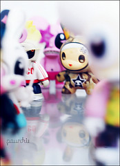 Qee & Dunny (  Pounkie  ) Tags: reflection toy toys explore reflet dalek urbanvinyl qee dunny refrection designertoys tokidoki designertoy toy2r vinyltoys dunnyseries3 dunnyseries2 fredpounkiestoyscollection dunnytokidoki qeedalek dunnysketone qeemutafukazvinz qeeyumikokayukawa