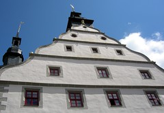 The townhall of Hildburghausen (:Linda:) Tags: above window architecture germany town cityhall style thuringia spire townhall below rathaus renaissance gable giebel schiefer hildburghausen dutchgable slateshingle volutengiebel slateshingled schiefergedeckt