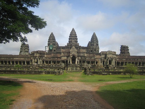 angkor wat from behind