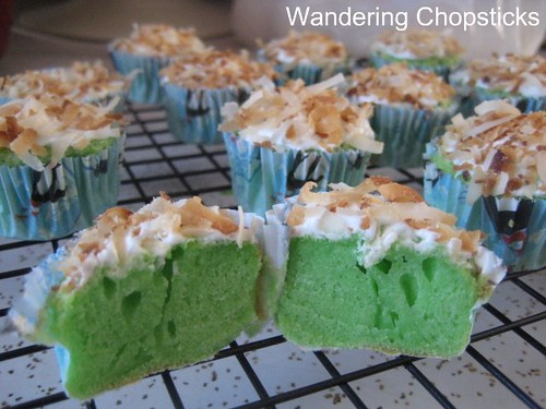 Pandan Mini Cupcakes with Coconut Flakes 2