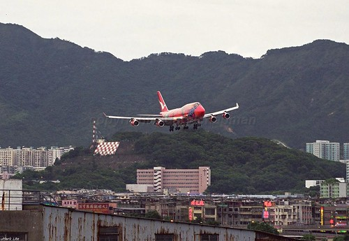 "VH-OJB 747-438 Qantas ""Wunala Dreaming"" **Kai Tak the final day**"