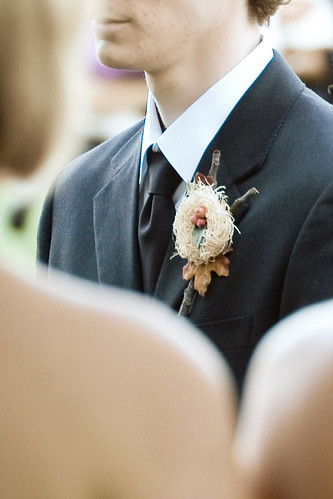 The idea of having a nature bird outdoors themed wedding only seemed