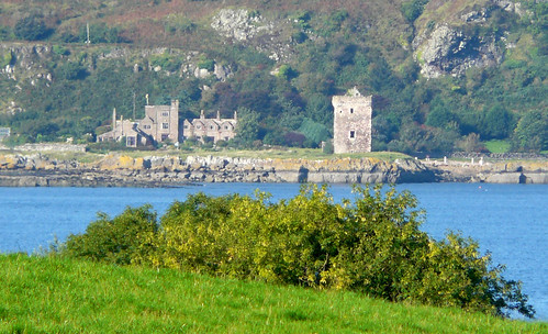 Wee Cumbrae castle & house