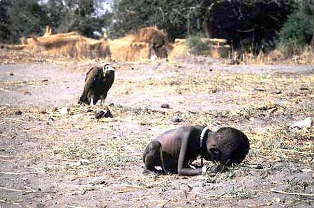 《手--乌干达旱灾的恶果》