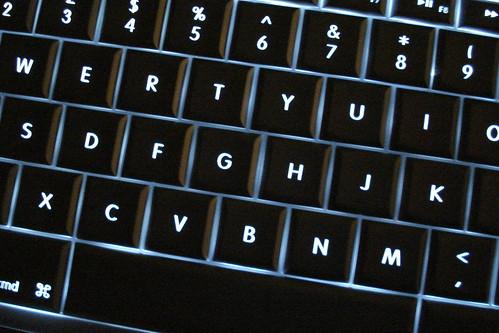 Mac Powerbook at night... (by net_efekt)