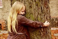 never leave me (-entchen-) Tags: autumn brown girl happy herbst mdchen glcklich brauch
