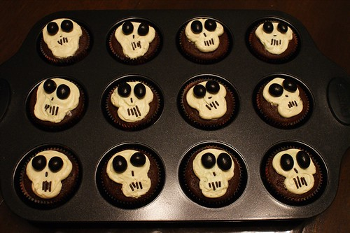 Skull Cupcakes for Halloween (9862)