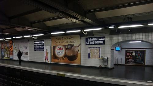 Pubs station de métro