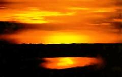 po(e)nte (Edison Zanatto) Tags: sunset brazil naturaleza sun sol southamerica nature silhouette brasil backlight sunrise landscape atardecer soleil natureza natur paisaje paisagem prdosol  silueta crpuscule landschaft sonne paesaggi ocaso sonneuntergang alvorada controluce anochecer anoitecer coucherdesoleil nikonn90s crepsculo nascente contrallum silhueta puestadelsol americadosul poente puestas fimdetarde luscofusco sdamerika dilculo postadelsol fujicolorprovalue200 filme35mm crepsculovespertino postadosol continentesulamericano edisonzanatto