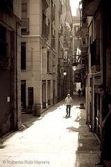 Escenas de otra poca (Berts @idar) Tags: barcelona calle vacaciones crucero ciutatvella cascoantiguo efs1855mmf3556 vidacotidiana catalua espaa canoneos400ddigital