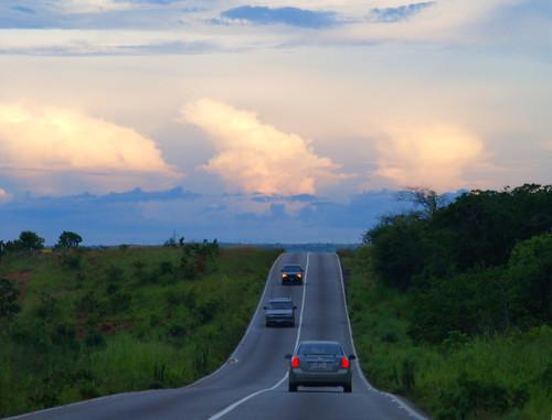 Atardece en la carretera
