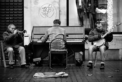 A trumpet, a banjo and a piano player (SurfaceSpotting) Tags: barcelona street people blackandwhite bw music monochrome musicians blackwhite spain nikon piano trumpet banjo catalonia catalunya humans plaadecatalunya d40 michaelides d40x surfacespotting georgemichaelides atrumpet abanjoandapianoplayer