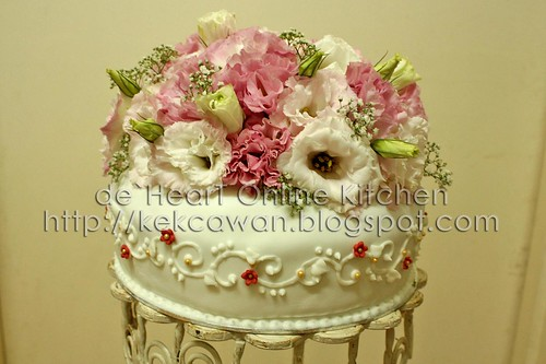 Fondant Cake with Fresh Flower 03