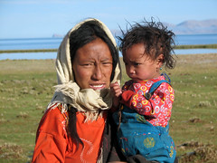 Tibetan Woman and Her Daughter (Namisan) Tags: china portrait people woman lake face expression daughter mother tibet tibetan namtso tibetanwoman