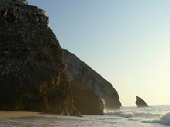 THE TSUNAMI (1755) HIT HERE (André Pipa) Tags: cliff portugal sintra explore tsunami geology geologia falésia adraga rochas andrépipa grandeterramoto1755 greatearthquake1755 photobyandrépipa