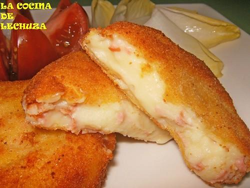 Hamburguesa de queso y salchicha-cerca