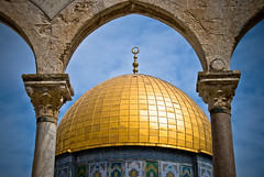 Center Dome (roevin | Urban Capture) Tags: sky architecture clouds religious gold israel shrine searchthebest jerusalem courtyard domeoftherock bleu dome oldcity jeruzalem islamic quran yerushalayim  theperfectphotographer