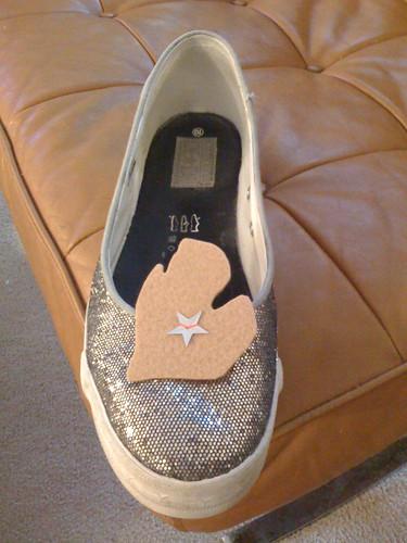 Mitten shoe clips
