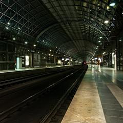 Nachts im Bahnhof (cosmo flash) Tags: light berlin station night train germany deutschland licht nacht steel rail bahnhof tunnel sbahn bahn stahl spandau gleis berlinsession