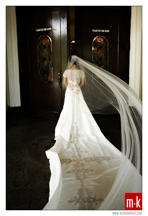 Modern Bridal Gown with Long Veil 7