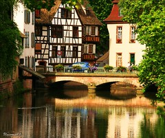 Strasbourg (unicorn 81) Tags: old house france color building architecture wow geotagged town interestingness frankreich colorful europa europe haus explore alsace stadt greatshot architektur colourful altstadt oldtown coloured gebude halftimbered kickass lafrance fachwerk timbered colombages fachwerkhaus halftimber mapfrance halftimberedhouse timberedhouse ausgezeichnet explorephoto architekturfrankreich unicorn81 franceholiday2008 medalled fotogaleriefrankreich fachwerkbauhalftimberedbuilding