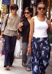 7 pm In Khan Market (Mayank Austen Soofi) Tags: shopping market delhi 7 khan pm walla